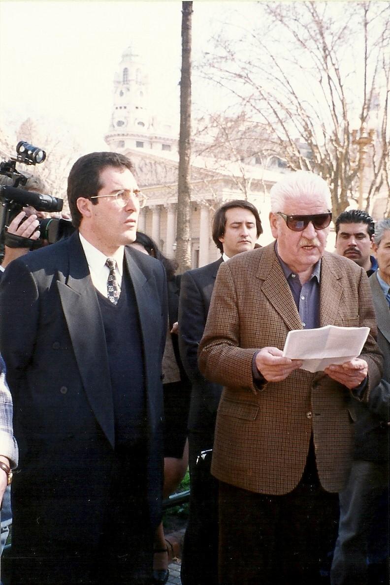 Junto a Enrique Oliva en la Plaza de Mayo