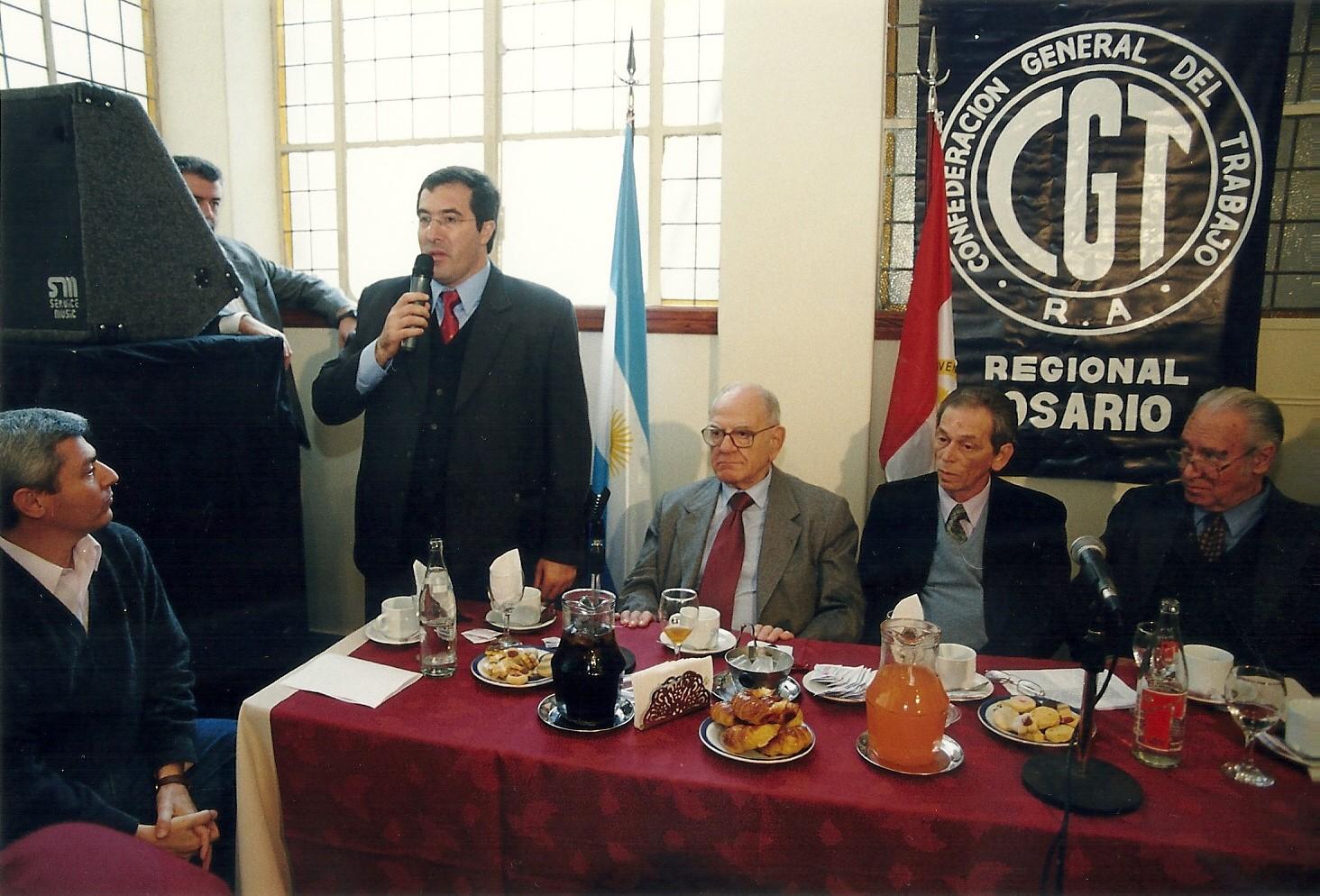 Marcelo Gullo,  Helio Jaguaribe y Alberto Methol Ferre en la CGT seccional Rosario