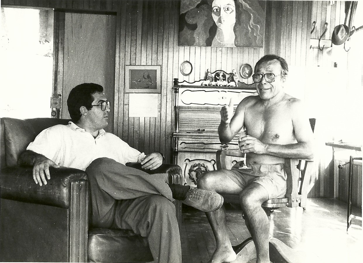 Marcelo Gullo junto al pintor y escultor peruano Victor Delfin